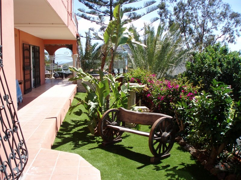 Garden center jardeco arona tenerife sur islas canarias for Casas para herramientas de jardin
