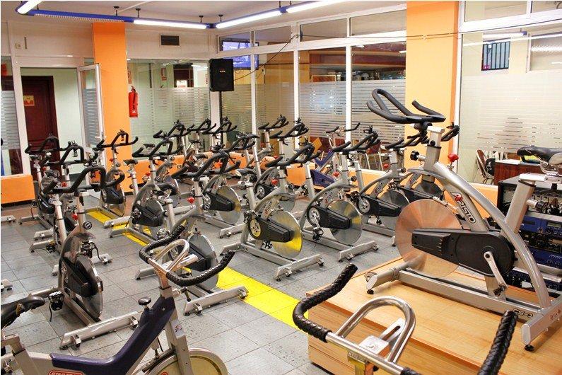 Gimnasio en santa cruz atlantico fitness banco para for Gimnasio musculacion