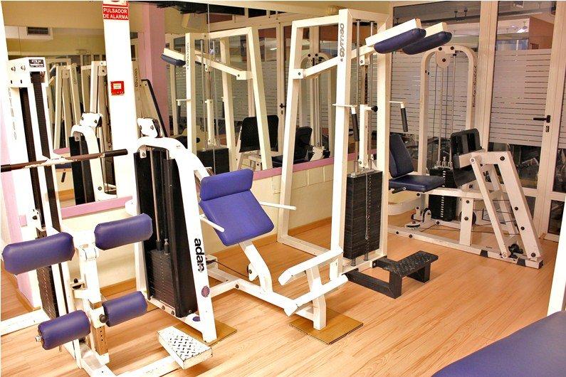 Gimnasio en santa cruz atlantico banco para musculacion for Gimnasio energy