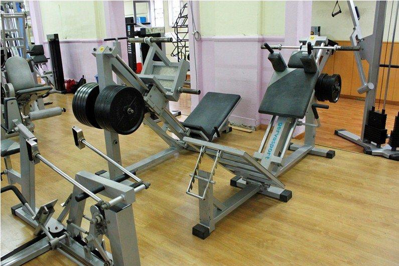 Gimnasio en forma banco para musculacion fitness for Gimnasio musculacion