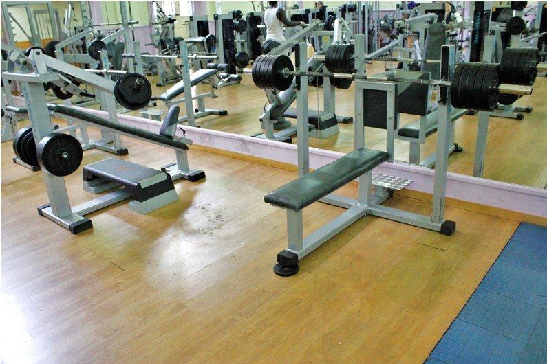 Gimnasio en forma gimnasios fitness banco para for Gimnasio gym forma