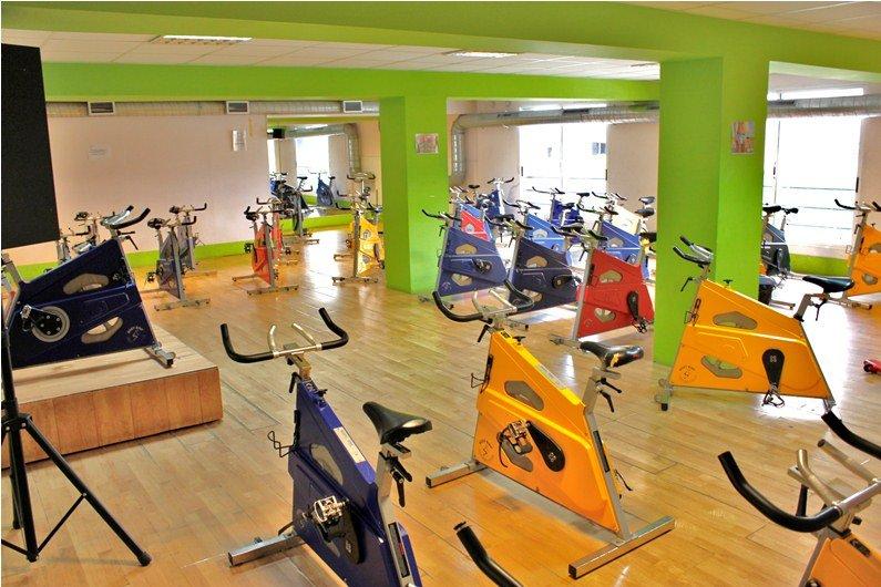 Gimnasio en forma fitness gimnasios banco para for Gimnasio musculacion