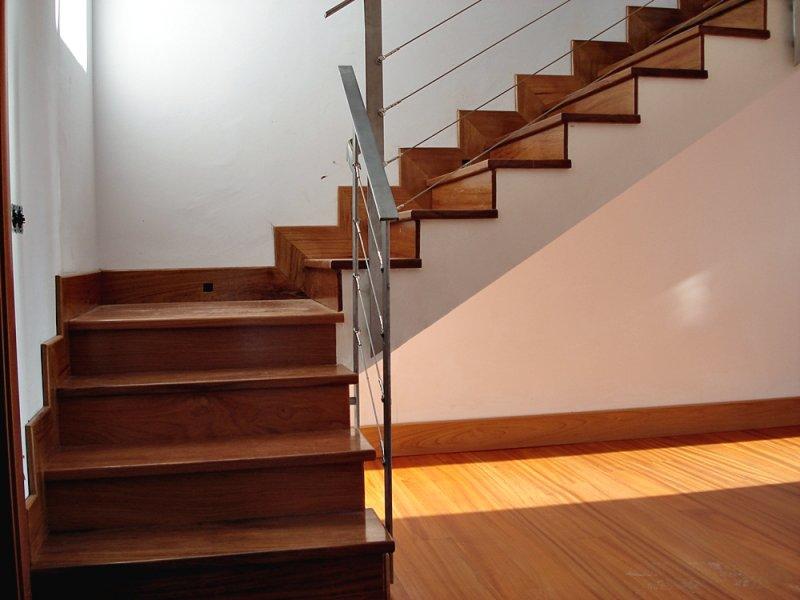 Escaleras de madera en tenerife escaleras de madera for Gradas de madera para escaleras
