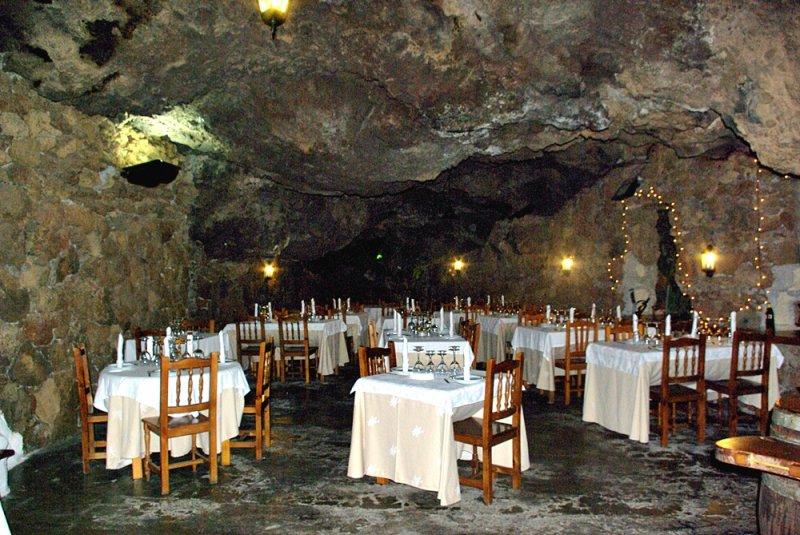 Restaurante asador de carne en santa cruz de tenerife la for Restaurante la cueva zamora
