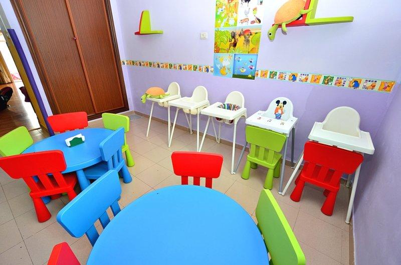 Guarder a supersibi centro infantil en guargacho san for Puertas decoradas para guarderia